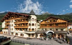 Ihr 4 Sterne Superior Hotel im Stubaital - Alpin Resort Stubaier Hof Style At Home, Hotels, Mansions, House Styles, Home Decor, Time Out, Vacation, Decoration Home, Manor Houses