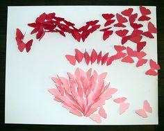 Começa colar as borboletas dentro do contorno de coração