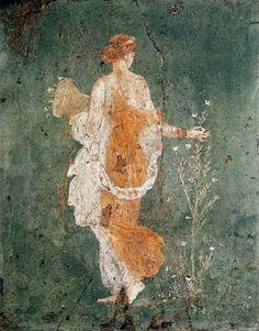 UlusalArkeolojiMüzesi'nde sergilenen BaharFreskinin kaderine benzer başka 1freskde İtalya'dabulundu.ÇiçekTanrıçası Floranın arkası dönük olarak betimlendiği eser,baharın gelişini gösteriyordu oysa Tanrıça yada genç bir kız tarafindan dağıtılan çiçekler, Vezüz Yanardağı'nın patlamasıyla yokolan Pompeiden kalmaydı.Küller altından,yokolan başka 1toplumda kalan 2000yıllık eser, Napoli UlusalArk.Müz.de Romanınihtişamı,Pompeinin lanetiarasında herşeye rağmen umudu,tazeliği,saflığı yani…