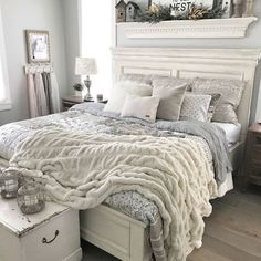 Oatmeal and gray farmhouse bedroom with Repose Gray paint. #bedrooms #MasterBedroom #farmhouse