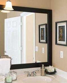 molduras escura no espelho do banheiro