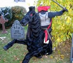 DIY: Headless Horseman's Steed - Materials list, step by step instructions with pics, and ideas to improve the model. Fantastic :D