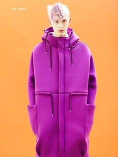 Raf Simons é um designer de moda belga. A partir de design de móveis , ele…