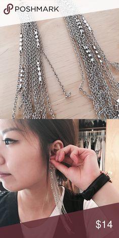 GUESS earrings GUESS / Silver dangly earrings / NWOT GUESS Jewelry Earrings
