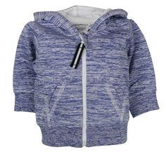 Jongens jogging cardigan van het kinderkleding merk Dirkje babywear.  Dit is een blauw gestreepte jongens cardigan met een lange witte rits sluiting. de cardigan is voorzien van een vaste capuchon.