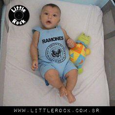 Lucas vestindo Ramones. ;D