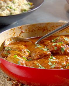 Butter Chicken Want to try an easy Indian dinner recipe? Chicken thighs braised in a rich, spicy tomato sauce make for a hearty one-pot meal. Chicken Spices, Butter Chicken, Chicken Curry, Chicken Makhani, Chicken Kitchen, Paleo Recipes, Indian Food Recipes, Cooking Recipes, Curry Recipes