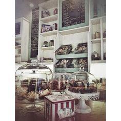 Vintage #breakfast  #buongiorno #lapatisserie #bassanodelgrappa #colazione #colazioneitaliana #colazionetime #instamorning #instafood #foodlover #love #follow #daianalorenzato #delicious #solocosebuone #foodie #italianexperience