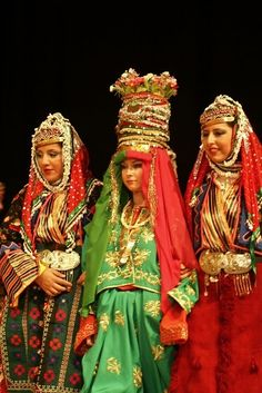 Traditional bridal costume from the Dursunbey district (east of Balıkesir).  Dating: 1925-1950. The bride is flanked by two female relatives, wearing festive outfits.
