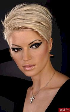 Classy short pixie haircuts and hairstyles for thick hair (23)
