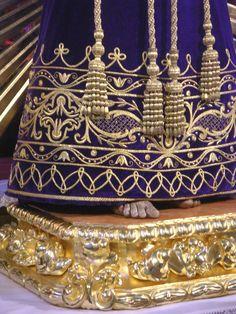 Túnica bordada en Oro sobre terciopelo moradopara Nuestro Padre Jesusde Medinaceli de la localidad de Velez-Málagaestrenada en el besapié...