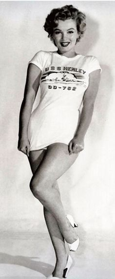 1952: Marilyn Monroe modelling a USS Henley T-shirt …. #marilynmonroe #pinup #monroe #marilyn #normajeane #iconic #sexsymbol #hollywoodlegend #hollywoodactress #vintagephoto #1950s