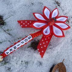 <br/>kvietok na kociarik alebo autosedacku vyrobeny zo satenovej stuhy<br/><br/>v strede je drevena lienka<br/><br/>na konci mala perlicka<br/><br/>fa Christmas Ornaments, Holiday Decor, Handmade, Home Decor, Homemade Home Decor, Christmas Jewelry, Christmas Ornament, Interior Design, Christmas Baubles