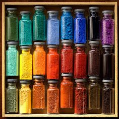 Pigmentos Idea for case with old bottles! Colors Of The World, All The Colors, Rich Colors, Warm Colors, Taste The Rainbow, Over The Rainbow, Rainbow River, Tadelakt, Color Of Life