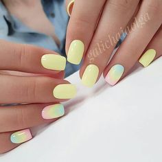 False nails have the advantage of offering a manicure worthy of the most advanced backstage and to hold longer than a simple nail polish. The problem is how to remove them without damaging your nails. Yellow Nails Design, Yellow Nail Art, Pastel Nail Art, Cute Acrylic Nails, Cute Nails, Pink Nails, My Nails, Nailart, Nagellack Design