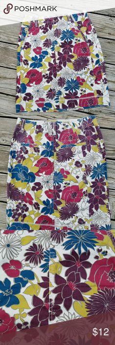Eddie Bauer Mini Skirt Eddie Bauer Mini Skirt Size 4  100% Cotton Like New Condition Eddie Bauer Skirts Mini