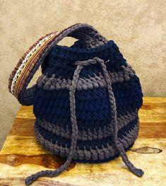 Crochet bag by Missaquitos Crochet Saco, Free Crochet, Handbag Patterns, Basket Bag, Crochet Clothes, Crochet Projects, Purses And Bags, Crochet Patterns, Beanie