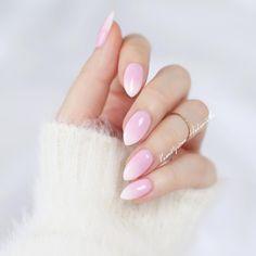 A na blogu pokazuję jak krok po kroku zrobić paznokcie #babyboomer, więc zapraszam (link do bloga w profilu). Będzie też kilka wiosennych kolorków od @neonailpoland, które mi polecałyście 💗 👉 #hedonistkanails 👈 #manicure #nails #nail #nailpolish #nailswag #nailsdone #nailsofinstagram #instanails #mani #neonail #french #almondnails #nailart #pink