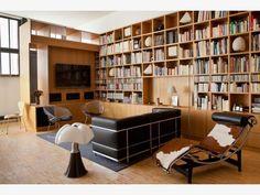 Lampe Pipistrello de Martinelli Luce et LC3 - Fauteuil Grand Confort, grand modèle Le Corbusier, Pierre Jeanneret et Charlotte Perriand, 1928