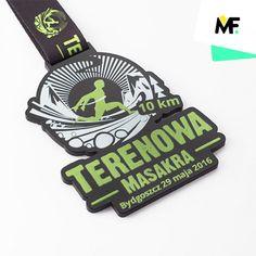 Niezwykle oryginalne metalowe medale dla uczestników biegu z przeszkodami.
