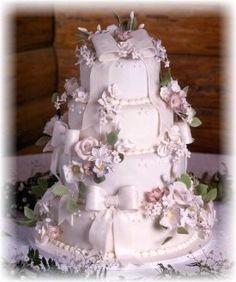 Beautifully decorated wedding cake.