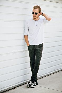 """Cotidiano #Fashion #Style #Men """"What you doing man?"""" """"Oh, nothing. Just scratching my head and tripped a little in front of some random persons garage door. You?"""""""
