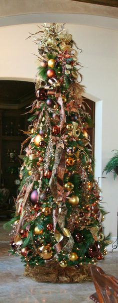 Cristhmas Tree Decorations Ideas : Christmas Tree Browns, Gold and rustic colors Beautiful Christmas Trees, Christmas Tree Themes, Elegant Christmas, Noel Christmas, Holiday Tree, Christmas Tree Ornaments, Christmas Lights, Xmas Trees, Hanukkah