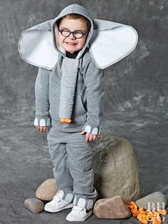 This DIY Elephant Costume Is Easy to Make and So Adorable - Circus Circus - Animals Toddler Elephant Costume, Elephant Costumes, Animal Costumes For Kids, Toddler Costumes, Children Costumes, Diy Halloween Costumes For Kids, Diy Costumes, Costume Ideas, Clowns