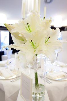 FLORICA - Brautstrauß mit weißen Lilien - @rheinweiss, Foto @angelakrebs