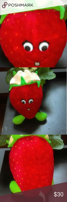 Country Strawberry Country Yumkin Country Strawberry Country Yumkin 1988 Del Monte Corporation Stuffed Animal in good condition add this cute strawberry to your kawaii collection no rips or tears like new Country Strawberry 1988 Other