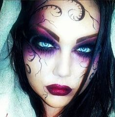 Are you looking for inspiration for your Halloween make-up? Check out the post right here for creepy Halloween makeup looks. Beautiful Halloween Makeup, Halloween Eye Makeup, Halloween Eyes, Halloween Party, Purple Halloween, Halloween Vampire, Gorgeous Makeup, Spirit Halloween, Halloween Face Paint Scary