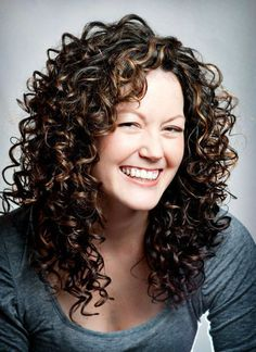 curly hair cuts with layers Trendy Layered Long Curly Hair. curly hair cuts with layers Mid Length Curly Hairstyles, Curly Hair Styles, Haircuts For Curly Hair, Curly Hair Tips, Permed Hairstyles, Medium Hair Styles, Hairstyles 2018, Long Haircuts, Layered Hairstyles