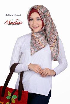 PAKISTAN FLANELI.  Sangat PRAKTIS sekali pas dipakai karena sudah dijahit MENYATU DENGAN INNERNYA.  Berbahan twist rajut motif korea dengan aneka pilihan warna lembut.  Dapat dimodifikasi sesuai selera dan kreasi yang kita inginkan. Tutorial Hijab Modern, Hijab Style Tutorial, Hijab Fashion, Pakistan, Korea, Hijab Fashion Style, Hijab Styles