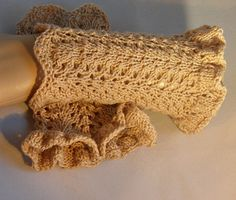 Luxurious gloves hand knitted from cashmere by Taschenatelier, €25.00