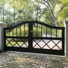 Driveway gates are so beautiful - most of the big macmansions being built nowadays should have these! it Driveway gates are so beautiful - most of the big macmansions being built nowadays should have these! it would make them more stately looking. Tor Design, Fence Design, House Design, Driveway Design, Front Gates, Entrance Gates, Entrance Ideas, Front Fence, Front Entry