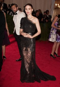 Rooney Mara looked stunning in black lace Givenchy Haute Couture by Riccardo Tisci.