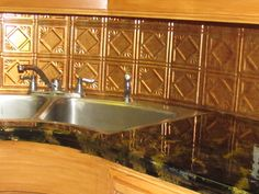 Remodelación cocina con cubierta ecostone con fantasía de mámol negro con dorado, aplicación de láminas decorativas como backsplash
