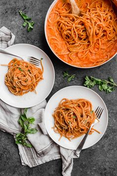 This San Marzano Pasta Sauce recipe is so creamy, you'd think it would be loaded with cream, butter, and/or cheese. Instead, the creaminess comes from a veggie: cauliflower! San Marzano Tomato Sauce, San Marzano Tomatoes, Pasta Sauce Recipes, Tomato Sauce Recipe, Tomato Cream Sauces, Creamy Tomato Pasta Sauce, Whole Wheat Pasta, Italian Recipes, Stuffed Peppers