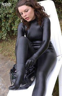 For the love of latex Cosplay Outfits, Sexy Outfits, Black Leather Gloves, Leather Pants, Rubber Dress, Diving Suit, Scuba Diving, Scuba Girl, Womens Wetsuit