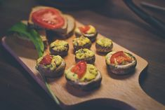 Plnené šampiňóny s medvedím cesnakom Pesto, Sushi, Ethnic Recipes, Food, Essen, Meals, Yemek, Eten, Sushi Rolls
