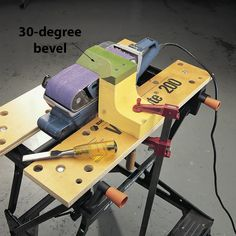 Woodworking Tools belt sander tool sharpening - Save yourself some time and hassle during your next woodworking project with one (or of these genius sanding tips from editors and readers Essential Woodworking Tools, Woodworking Jigs, Woodworking Projects, Woodworking Quotes, Woodworking Patterns, Popular Woodworking, Woodworking Furniture, Homemade Tools, Diy Tools