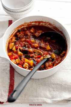 vegetarian stew with mushrooms, zucchini, squash, and eggplant Vegetarian Stew, Vegetarian Recipes, Cooking Recipes, Healthy Recipes, Healthy Meals, Breakfast Lunch Dinner, Vegan Dinners, Recipe Collection, Soups And Stews