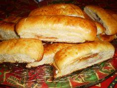 Reteta culinara Cornuri pufoase cu dulceata de macese si nuca din categoria Dulciuri. Specific Romania. Cum sa faci Cornuri pufoase cu dulceata de macese si nuca Hot Dog Buns, Hot Dogs, Biscuits, Mac, Bread, Desserts, Recipes, Food, Cookies