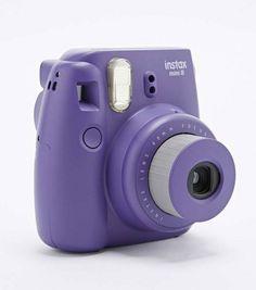Léger et compact, l'appareil photo instax mini 8S violet se range facilement dans une poche. Vous allez enfin pouvoir prendre d'incroyables clichés de la taille d'une carte de crédit en un rien de temps.