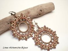 Bead tutorial NotreDame earrings with fire polish and seed beads, brick stich tecniques.  Earrings di LineeAlchemiche, €6.00