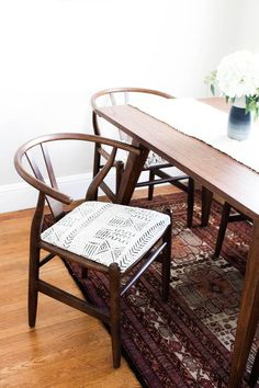 mudcloth dining chairs makeover, world market chair makeover, DIY upholstering tutorial, dining room idea Fabric Dining Room Chairs, Wicker Dining Chairs, Upholstered Dining Chairs, Bar Chairs, Office Chairs, Chair Upholstery, Chair Fabric, Chair Cushions, Chair Slipcovers