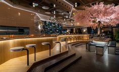 Le Blossom Japanese Restarant Montreal by Ménard Dworkind Restaurant Montreal, Luxury Restaurant, Restaurant Interior Design, Restaurant Bar, Japanese Bar, Japanese Design, Eiffel Tower Restaurant, Unique Bar Stools, Best Restaurants In Paris