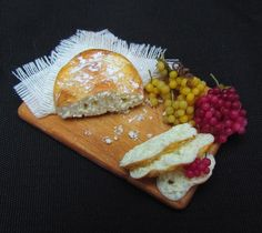 1:12 scale // Bread and grapes
