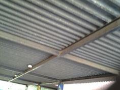 Barras de hierro que sostienen el techo
