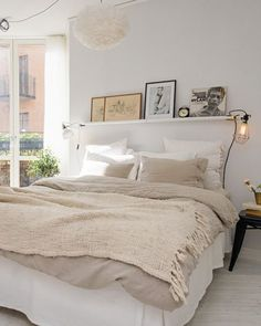 Einrichtungsideen Schlafzimmer - gestalten Sie einen gemütlichen Raum einrichtungsideen bett wandregal schlafzimmer ideen Examples Of Cozy Study Space To Inspire You Room Inspiration, Interior Design, Bedroom Decor, Bedroom Interior, Home, Cozy Room, Home Bedroom, Wall Shelves Bedroom, Home Decor